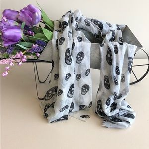 Black and white skull patter scarf